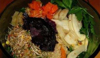 (Almost) Raw Bowl #3: Roasted Fennel, Cabbage, Steamed Carrots, Raw Sauerkraut and Sprouts on Quinoa with Parsley