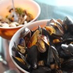 How to Cook Mussels With White Wine and Mushrooms